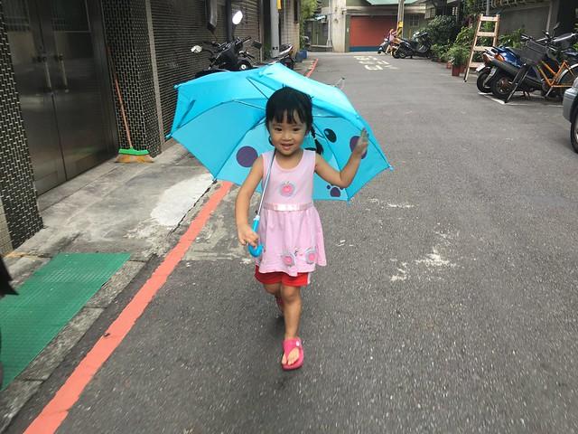 不論晴雨都喜歡帶傘出門 :D