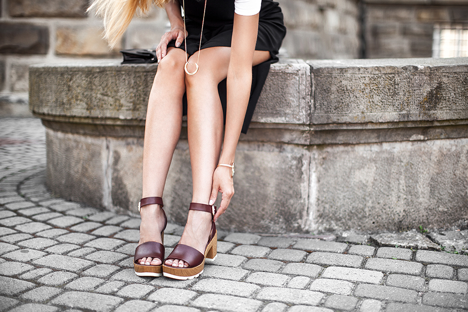 red-burgundy-summer-sandals-outfit-fashion-blog