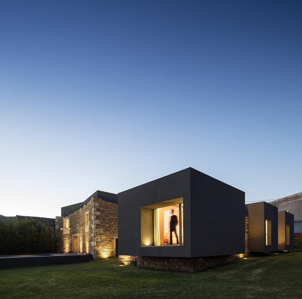 Vigário House - дом из древних руин. Проект AND-RÉ