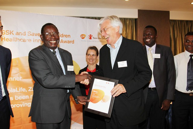 Simon Berry receives the GSK and Save The Children Award from Dr Kasonde, Hon Minister of Health, Zambia