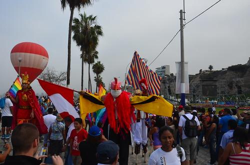 Inka Figur und peruanische Nationalfarben beim Start der Rallye