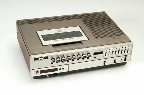 Первый VHS-видеомагнитофон в мире JVC HR-3300