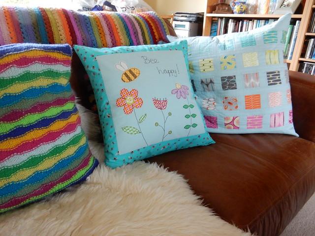 Bee cushion (3)