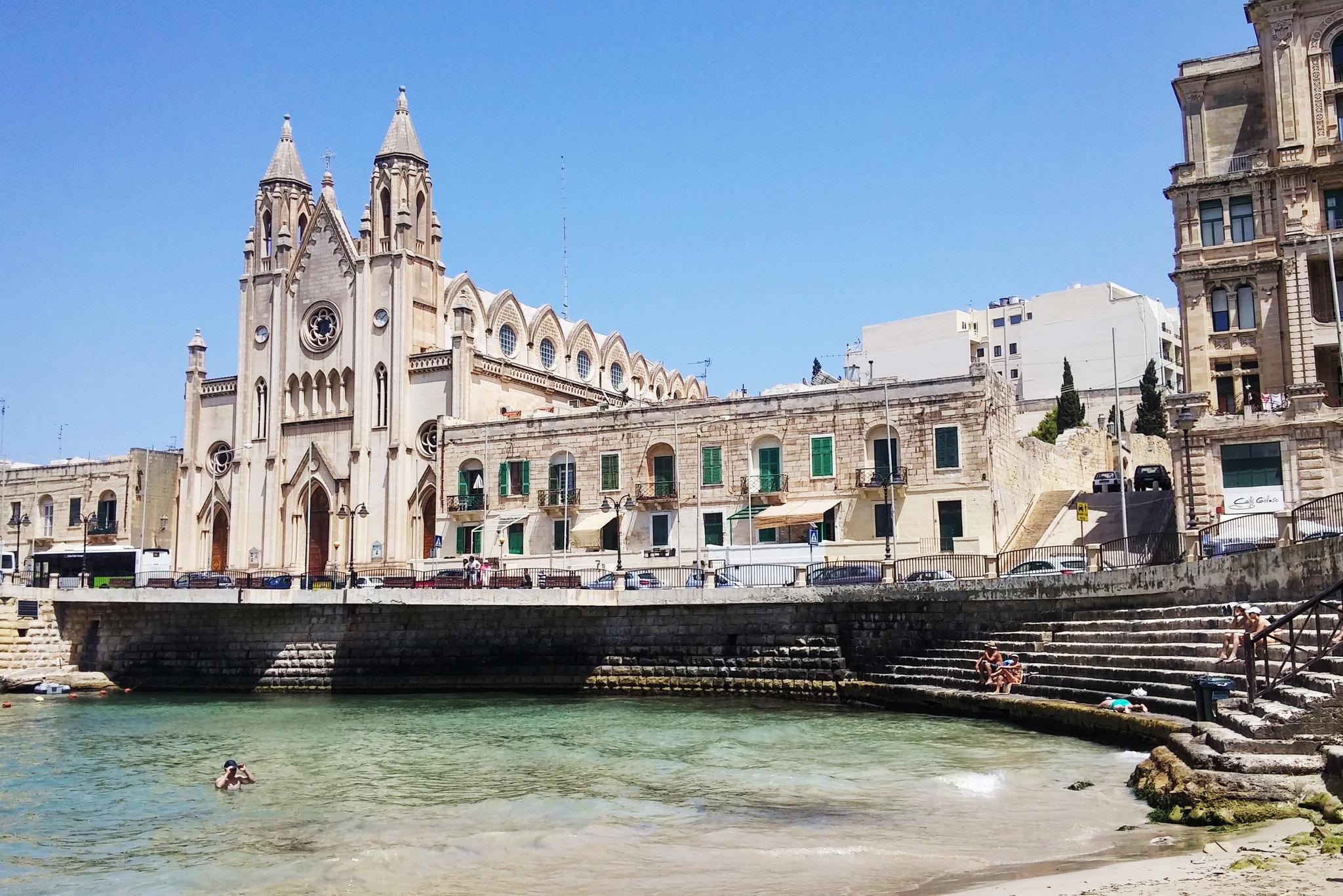 Malta-sliema-balluta-bay-beach