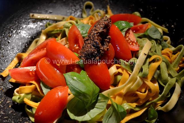 Tagliatelles Tricolores au Pesto aux Olives Tous droits réservés © Ana Luthi 009