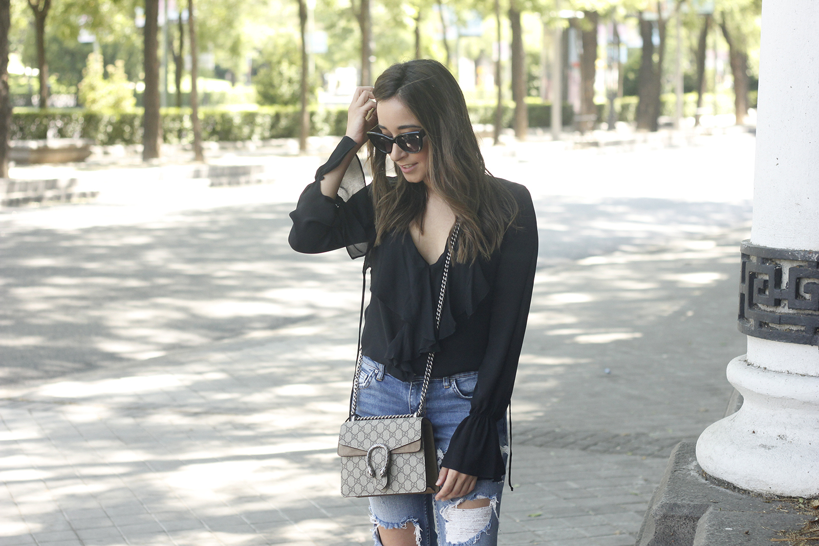 frilled shirt ripped jeans black heels gucci bag summer outfit sunnies10