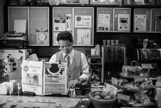 日本/東京/築地–魚市場內的明星咖啡館–米本珈琲/ヨネモト