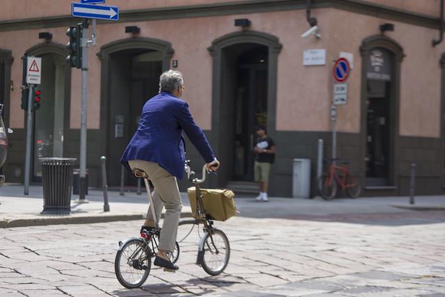 kadin bisiklete binerse