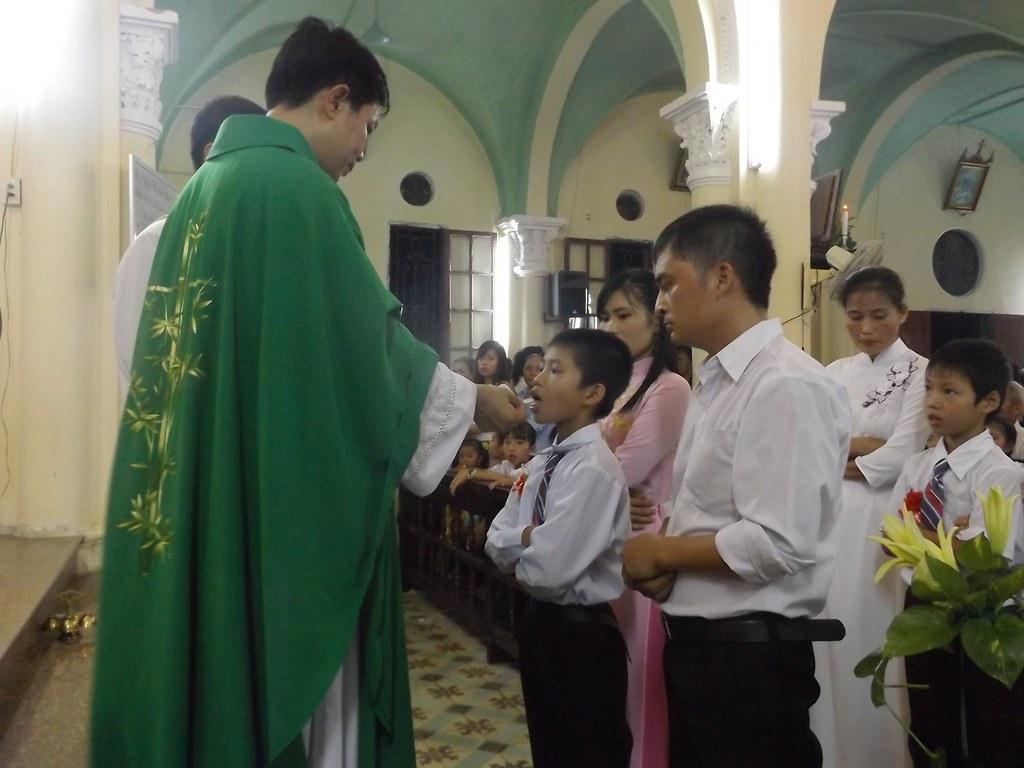 Giáo xứ Lường Xá 44 em được lãnh nhận Bí Tích Hòa Giải và Rước lễ lần đầu.