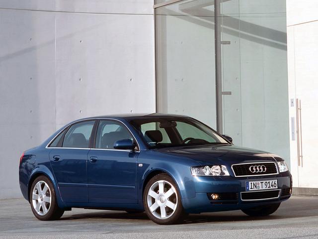 Седан Audi A4 B6, вид спереди. 2000 - 2004 годы