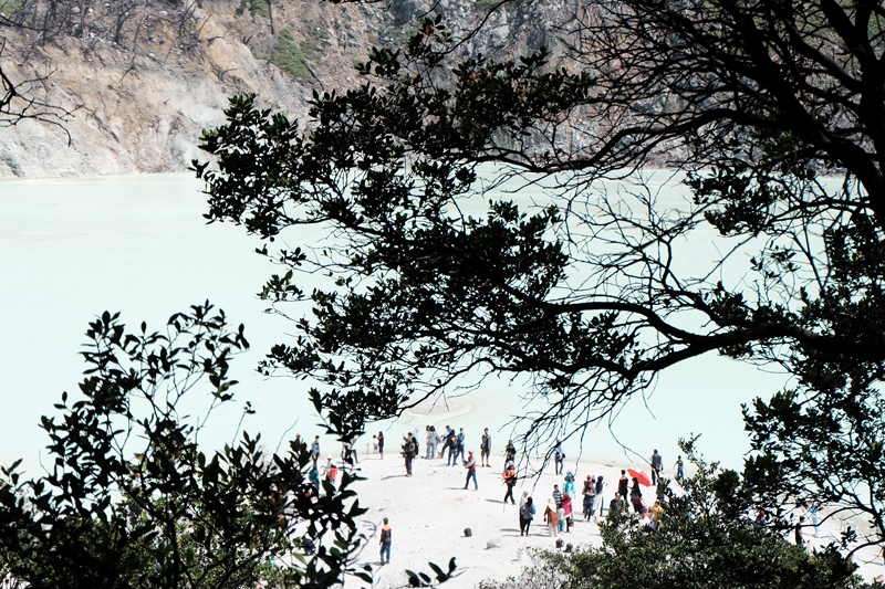things to do in kawah putih
