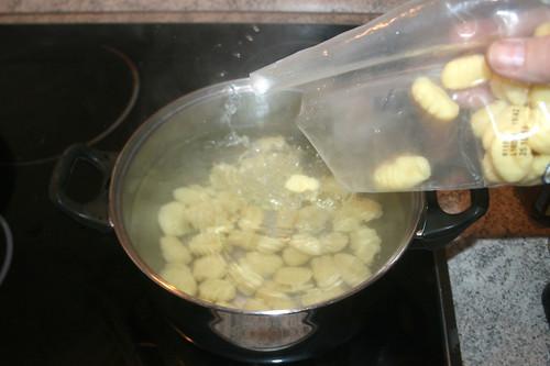 22 - Gnocchi kochen / Cook gnocchi
