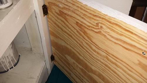 Door mounted with hinges