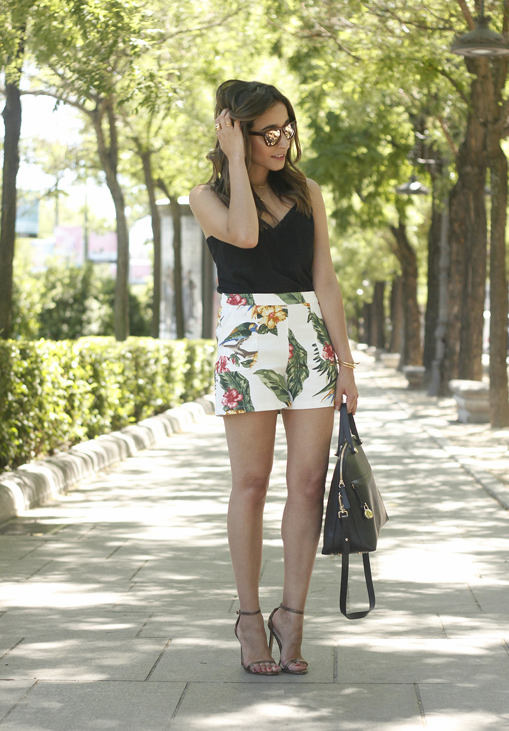 gafas de sol hawkers black lace top tropical print shorts summer outfit heels furla bag sunnies accessories05