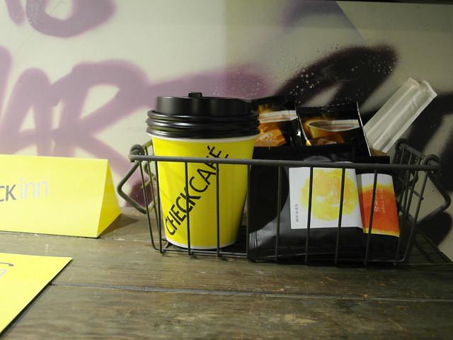 附送外帶杯,方便早上出門把茶或咖啡泡了帶出門@雀客旅館CHECK INN