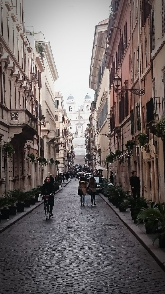 Street to Spanish Steps