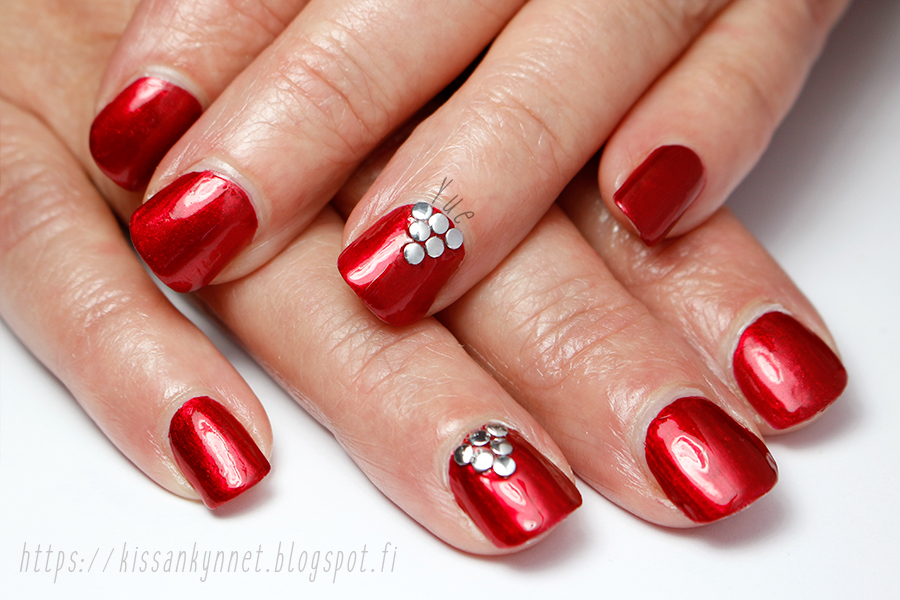 red_rivet_nails_2
