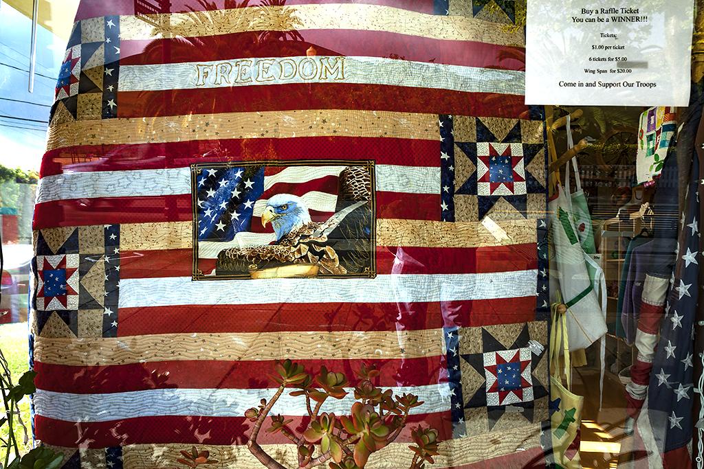 Patriotic-quilt-in-window--Freemont