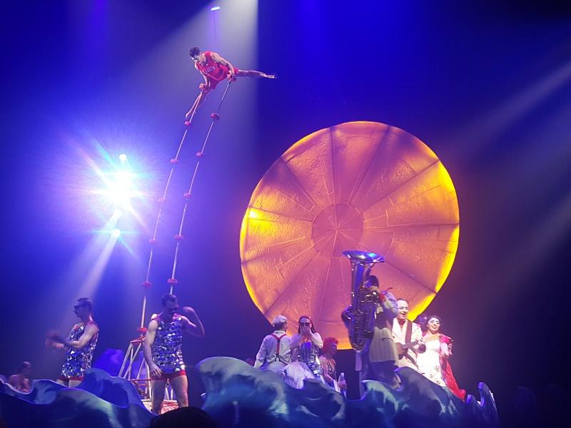 Cirque du Soleil hand balancing