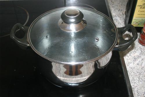 09 - Wasser für Nudeln aufsetzen / Bring water for noodles to a boil