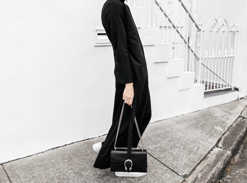 THE MINIMAL MAXI DRESS UNIQLO x HANA TAJIMA modern legacy fashion blogger gucci dionysus bag monochrome street style (3 of 7)