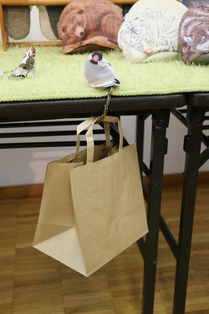 フェリシモ ご飯をひと粒くださいな 小鳥のおねだりバッグハンガーの会