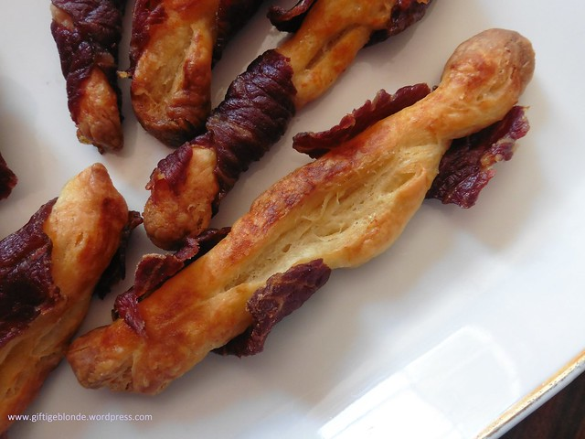 Topfenblätterteigstangen mit bosnischem Trockenfleisch Suho Meso