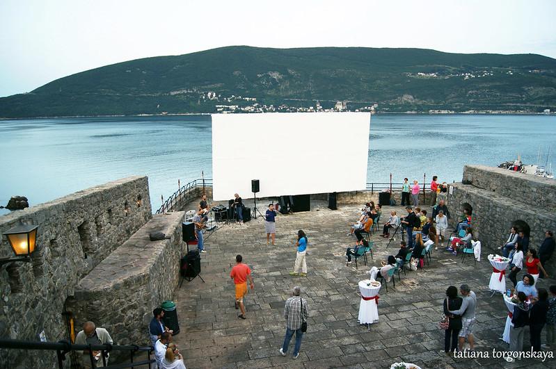 Площадка крепости во время концерта