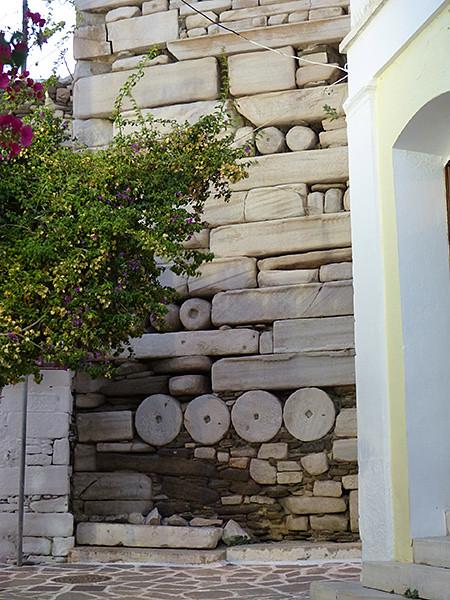dalles de marbre et colonnes