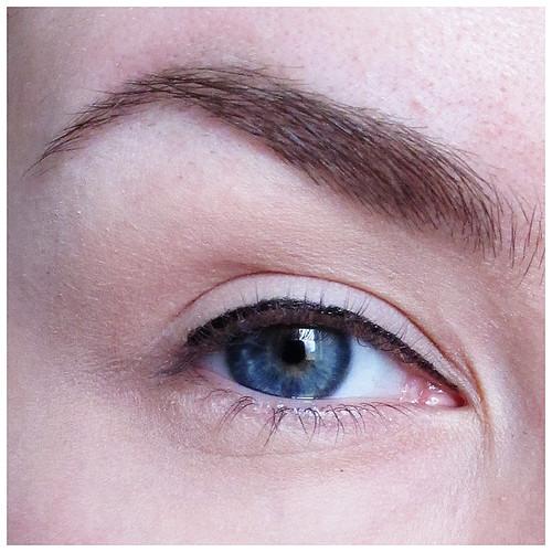 699_eyeliner_02