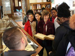 docent_at-pequot-library
