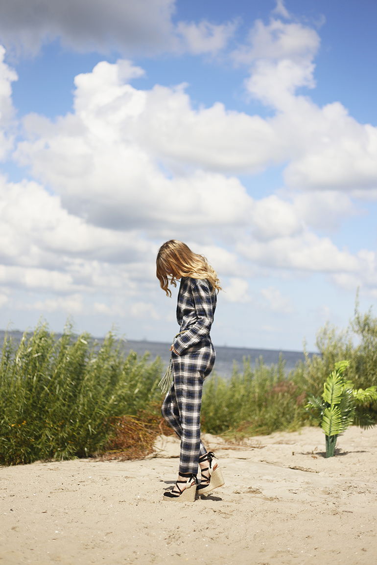 jumpsuit, & other stories, riemen&co, gesponsorde post, blijburg, amsterdam, strand amsterdam, ruitjes, espadrilles, zara, ray-ban, fashionblogger, mirror sunglasses, ray-ban round mirror blue, kwastjes, zomeroutfit, op het randje