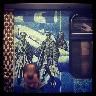 Тот случай, когда ты буквально впрыгиваешь в последний вагон метро, чтобы попасть домой И сделать фото для #365days project, 200/365