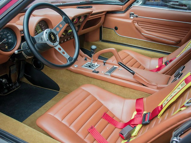 Интерьер Lamborghini Miura SVJ 1971 года выпуска