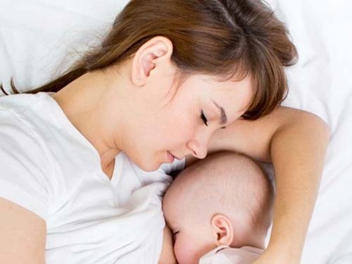 Cho bé bú thế nào để sữa mẹ luôn dồi dào 3